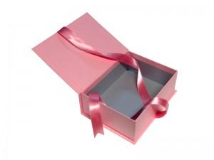 Cutie cu funda pentru diverse cadouri